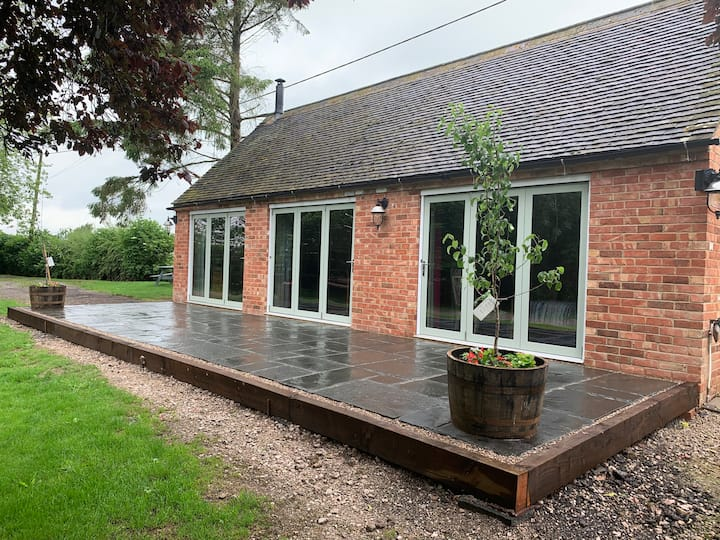 Donington Park EMA | One bed converted barn Wilson