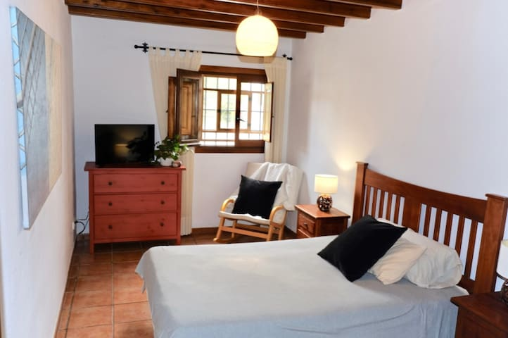 Room in a big countryside house (peace in Ibiza)