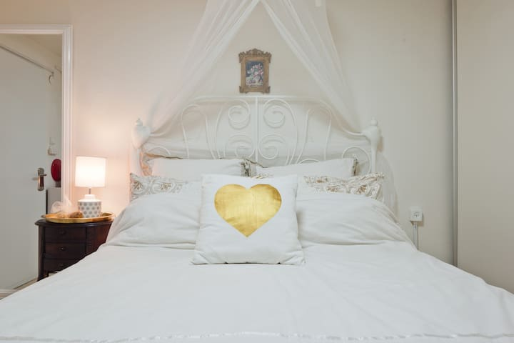 A romantic suite by the sea (2 minutes away)