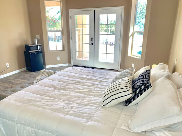 Gorgeous Remodeled Suite w/ Cal King bed