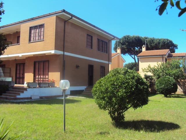 House near the sea with big garden - Marina di Ardea - Appartement