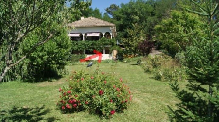 Bel appartement avec terrasses et jardin
