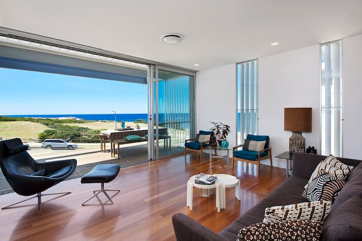 Ocean View Beach House - Clovelly - Rumah