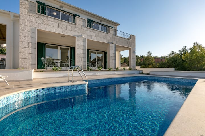 Family villa Makarac with private pool