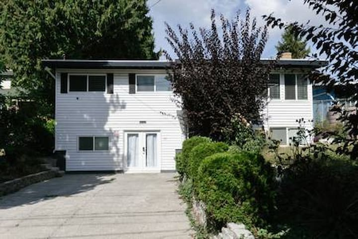 Two Bedrooms Unit in West Seattle