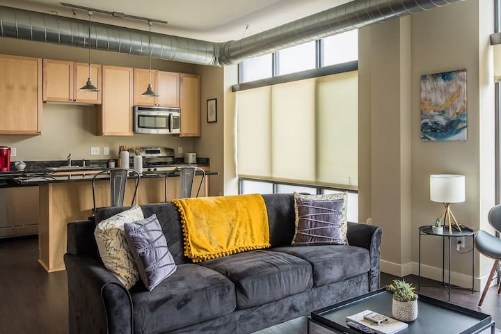 Calm + Bright 1BR Apt near Downtown