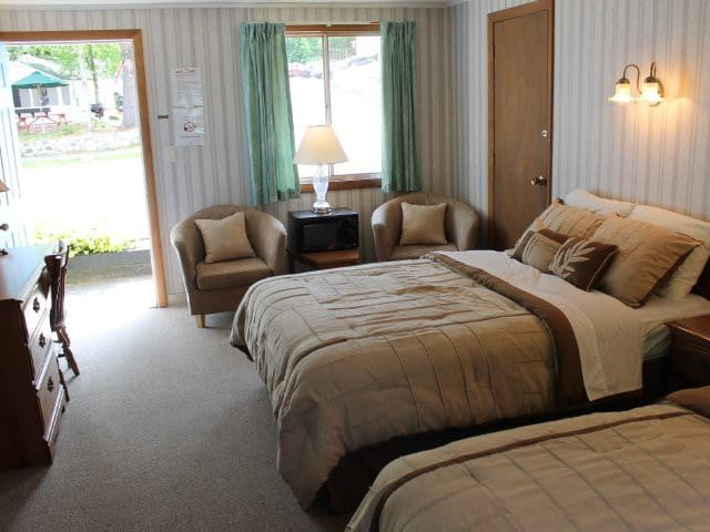 Weirs Beach Motel and Cottages - Motel Room