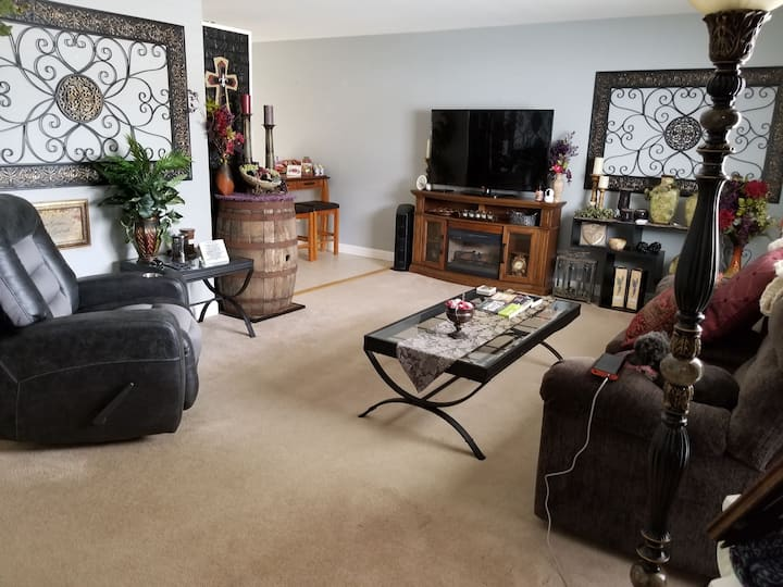 QUEEN BED - Centrally located, PEACEFUL home.