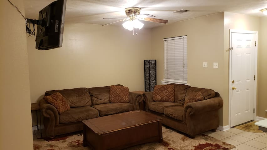 Furnished Small 2/1 Vacant Duplex