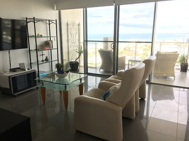 Beauty and the Beach Penthouse - Sunshine Coast