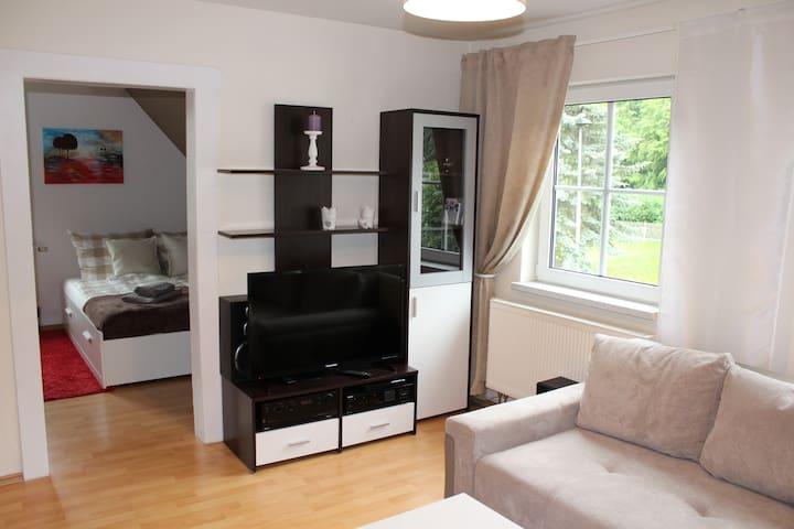 gemütliche Wohnung, ruhig gelegen - Saalfelder Höhe - Lejlighed