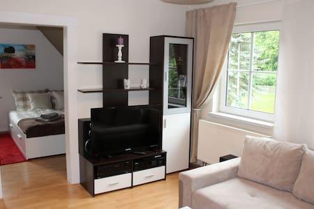 gemütliche Wohnung, ruhig gelegen - Huoneisto