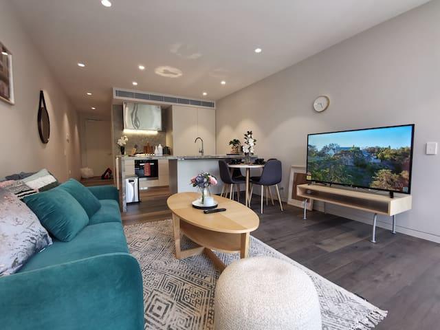 现代化两室公寓近市中心和海边