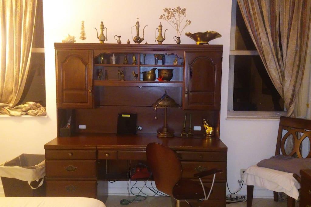 Bedroom large desk with 2 windows overlooking the waterway