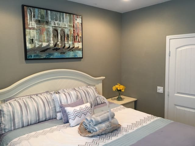 South Western Elegance: Cal King Bed, Ground Floor - Menifee
