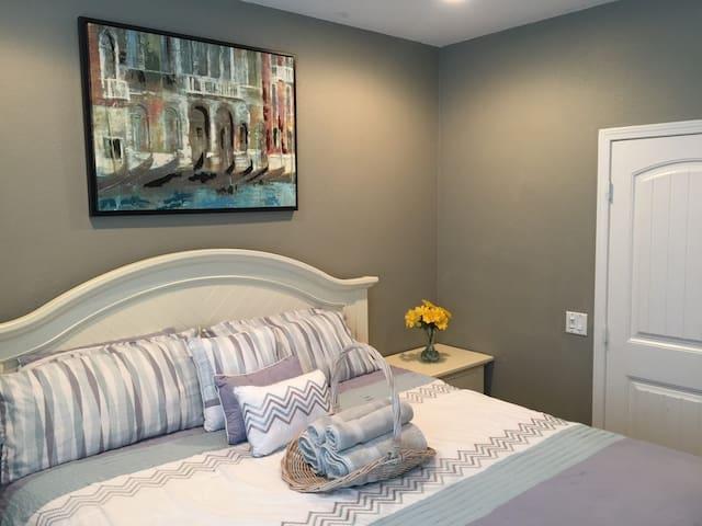 South Western Elegance: Cal King Bed, Ground Floor - Menifee