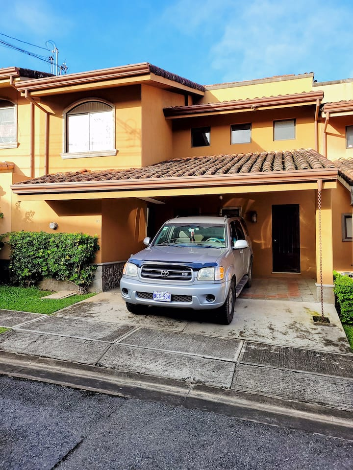 Santa Ana Luxury Home with central A/C , Wi-Fi  GC