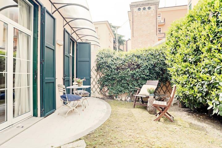 Bologna Apartment! Garden & Free Parking!