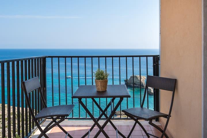 Ampio appartamento sul mare, luminoso, dotato wifi