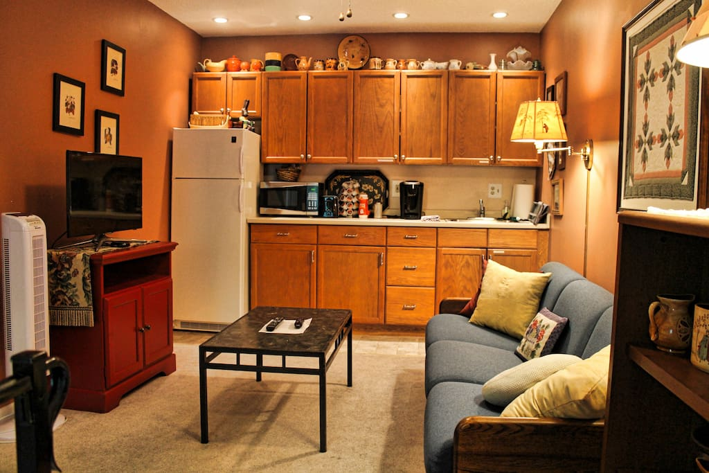 Easy, comfortable den with smart TV and Roku