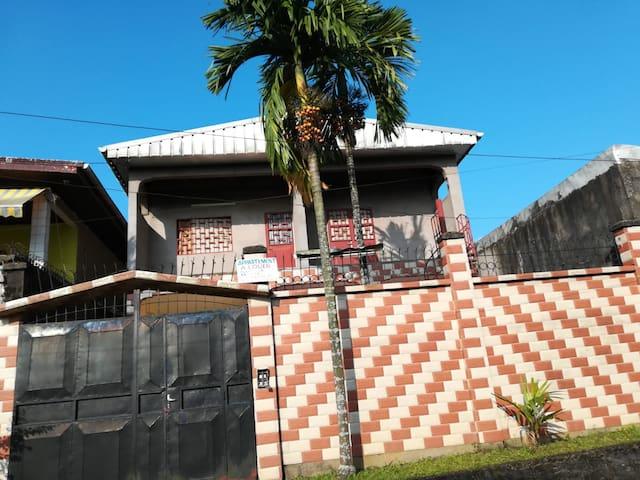 Chambre et Espace de séjour agréables à Ndogbong