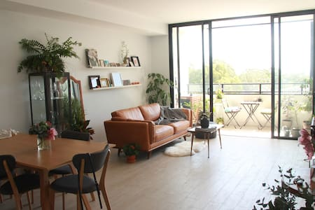 Charming Light & Plant Filled Brand New Apartment - Lane Cove - Apartament