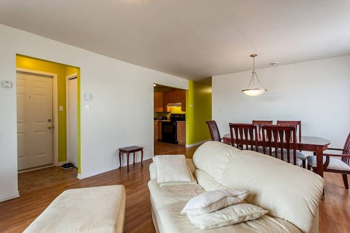 2 Bedroom Sunny Condo - Vaudreuil-Dorion - Condominium