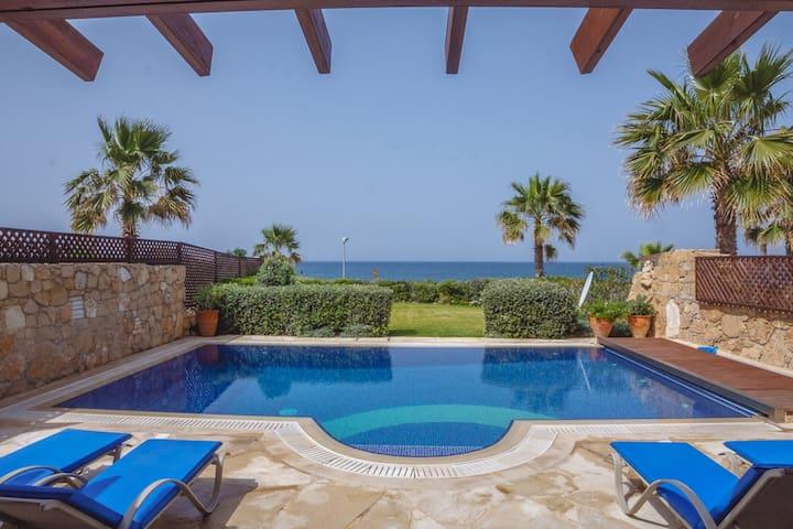 Beach front villa - Paphos - Villa