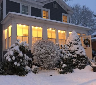 Charming home near Broadway - Saratoga Springs