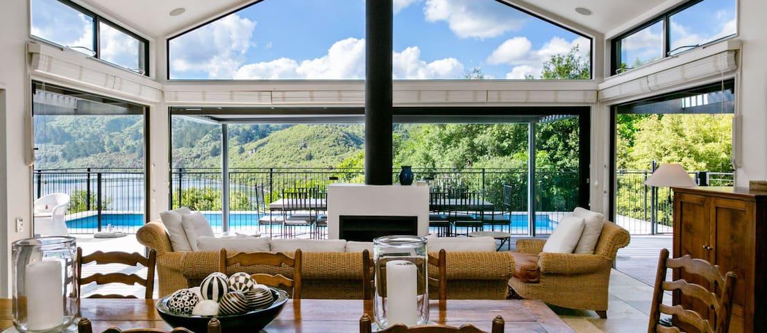 Luxury Villa Accommodation in Taupo