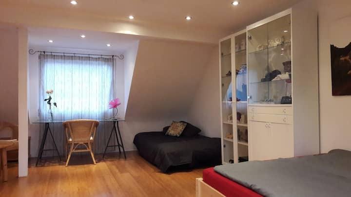 Zimmer mit privatem Bad / Nähe Messe + Flughafen