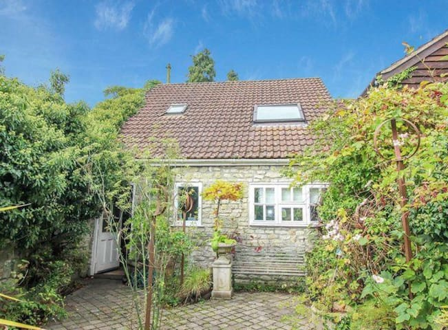 Coach House (self check in)