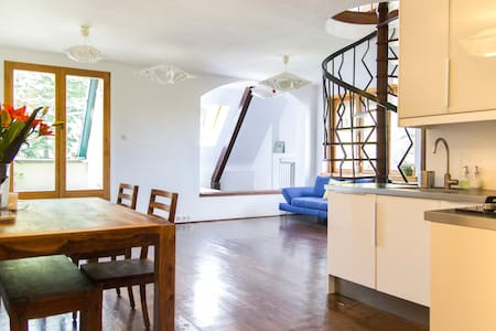 Spacious romantic home, great view - Budapest - Pis