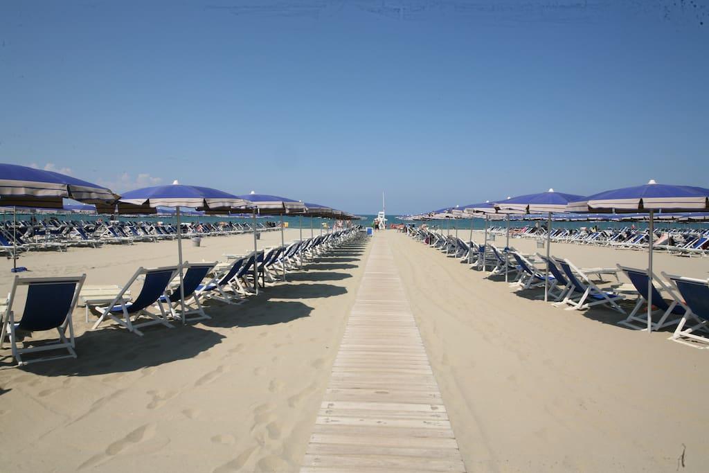 Chalet tramontanax4 con ombrellone al bagno alma cabanes louer tirrenia toscane italie - Bagno luana tirrenia ...