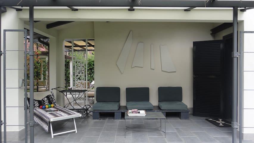 villa unifam.ristrutturatissima - Fregene - Hus