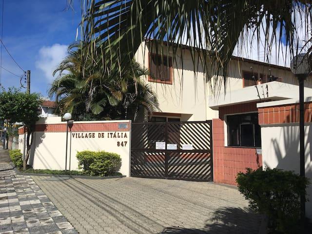 Ótima casa perto das praias das Astúrias e Tombo! - Guarujá - Villa