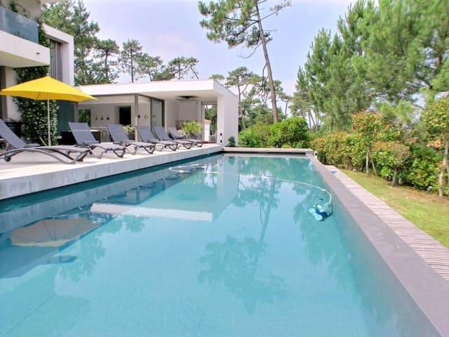 Villa haut de gamme contemporaine face au lac