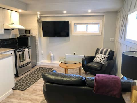 Small bright apartment close to downtown and park