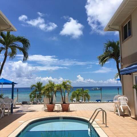 Water/Beach Front  2 bd/ 2 bath  in Grand Cayman