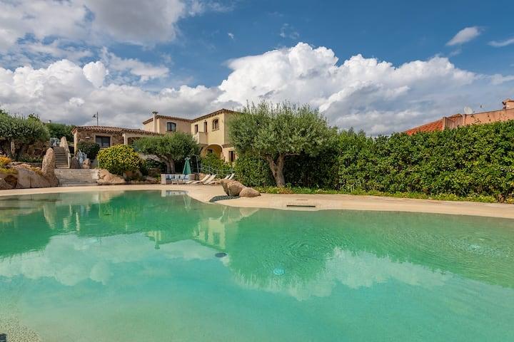 Villa Piscinamare1:prestigious villa with swimming