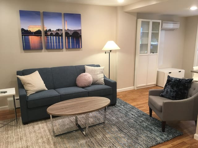 Modern and Spacious Apt - Glover Park/Georgetown