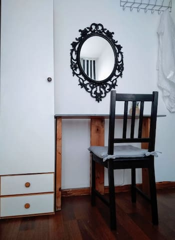 *2 Rooms unit* wooden&artistic home***^^~~~} ~~~@~