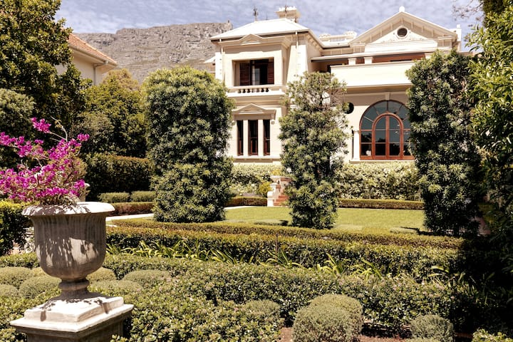 Royal-like Dreamland Luxury City Garden Villa