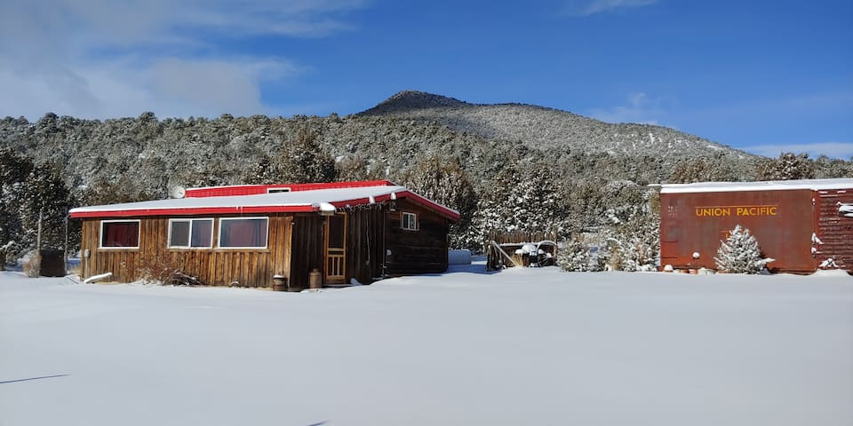 City of Rocks Retreat- Red Roof Cabin