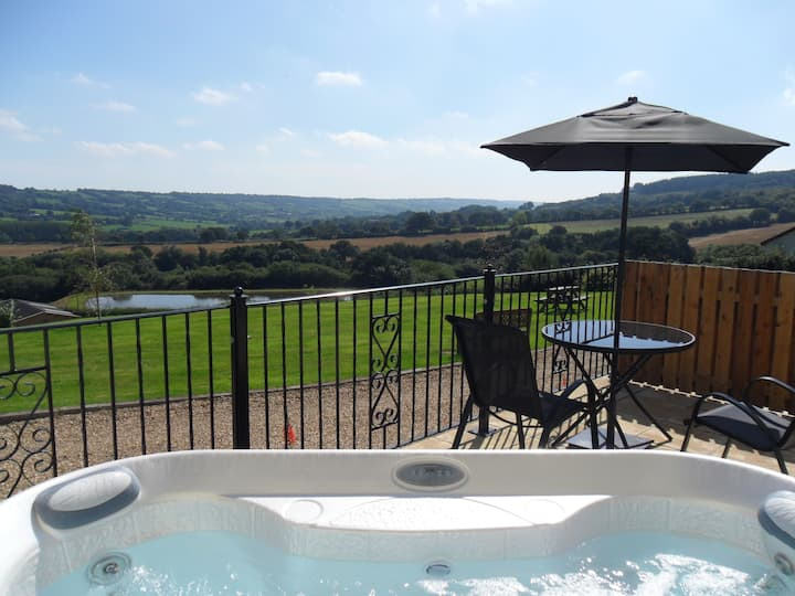 💖 Couple's cottage, own private hot tub, views💖