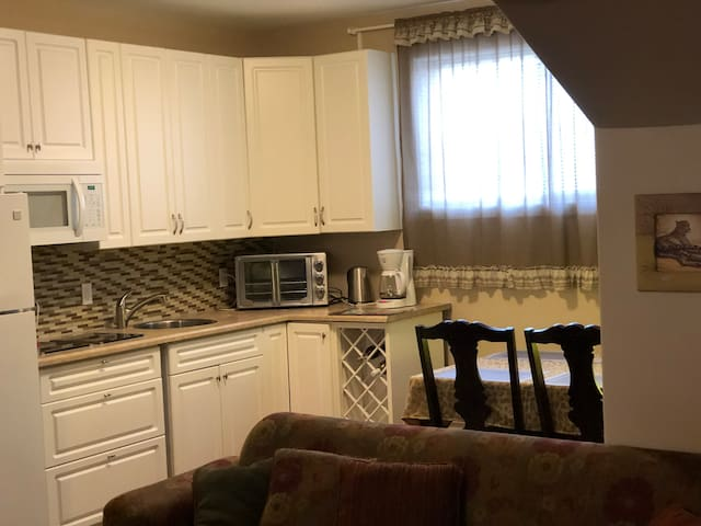 Centrally Located Private Suite with 2 bd/1 bath
