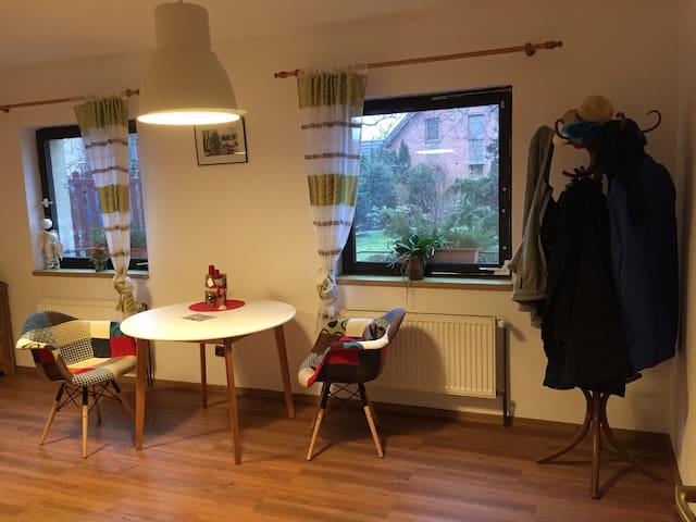 Klidný pokoj s výhledem do zahrady