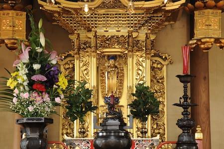 Temple near Otaru Station  /  Japanese style room