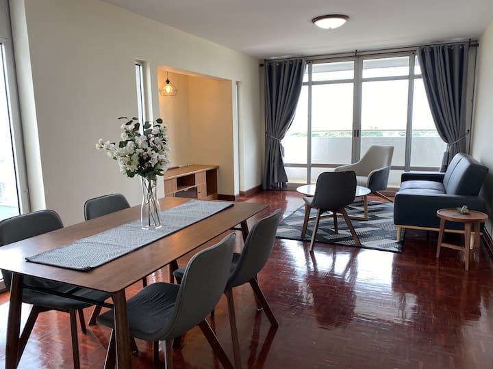 Modern&Comfy 2BR close to Impact WiFi +Netflix New