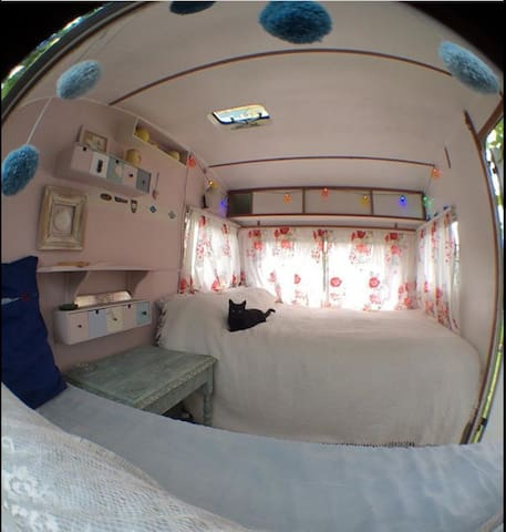 Vintage Sprite 400 Caravan, Eco friendly stay.